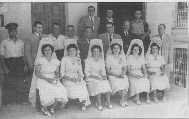 Festeres de 1950 amb les autoritats  (entre altres, la senyoreta Adoración i son pare D. Agustín)