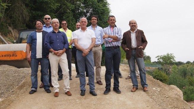 Foto de grupo de las autoridades en la zona de obras.