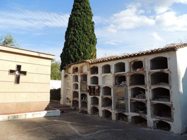 Bloque de nichos viejos pendiente de destrucción cuando finalicen los traslados de restos de difuntos.